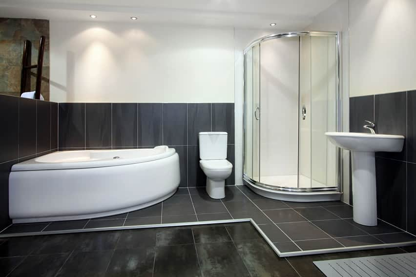 Modern toilet and bath uses Italian ceramic tiles