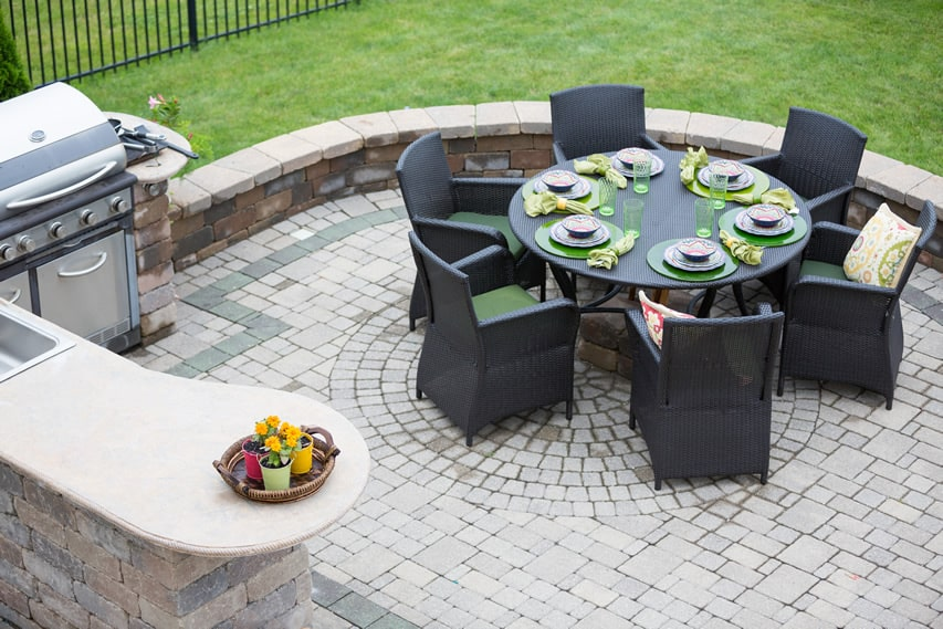 Outdoor kitchen and barbecue patio area