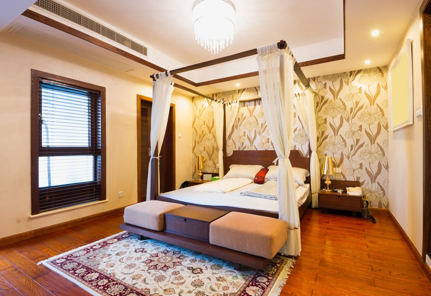 Luxury bedroom with 4 poster bed canopy
