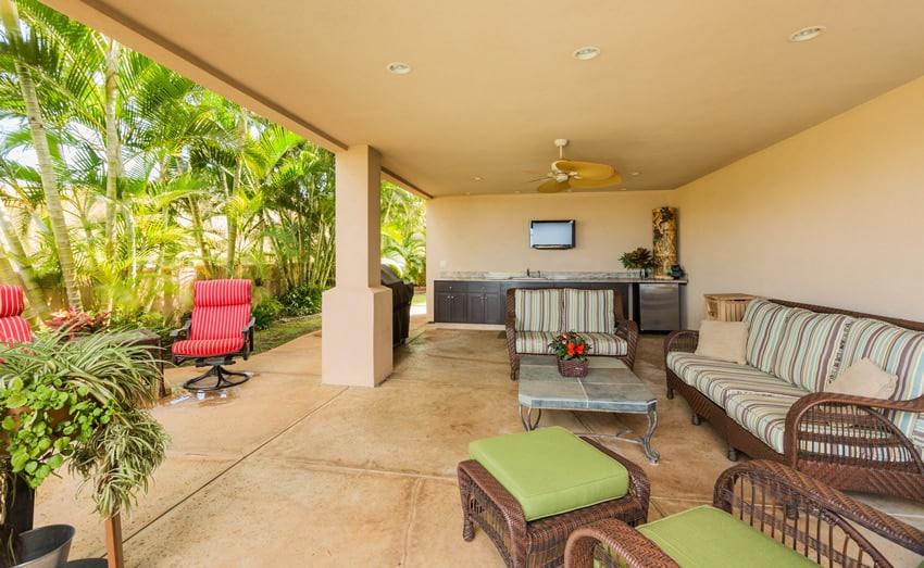 Tiki bar patio area with plenty of outdoor seating