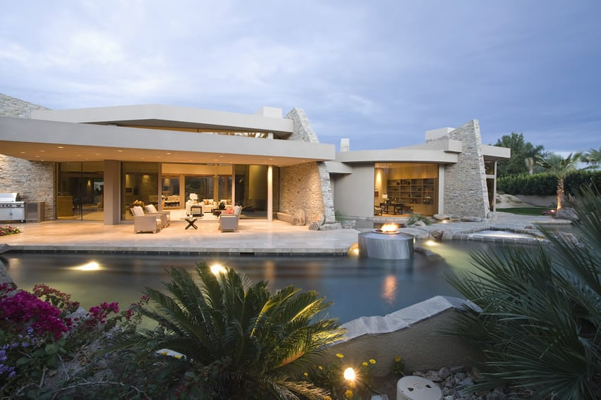 Upscale home with pool, spa and fire water feature display
