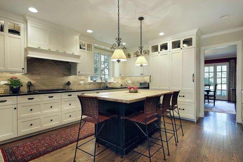 Beautiful kitchen design in white