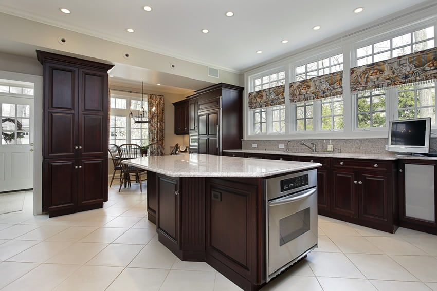 Beautiful kitchen with dining nook