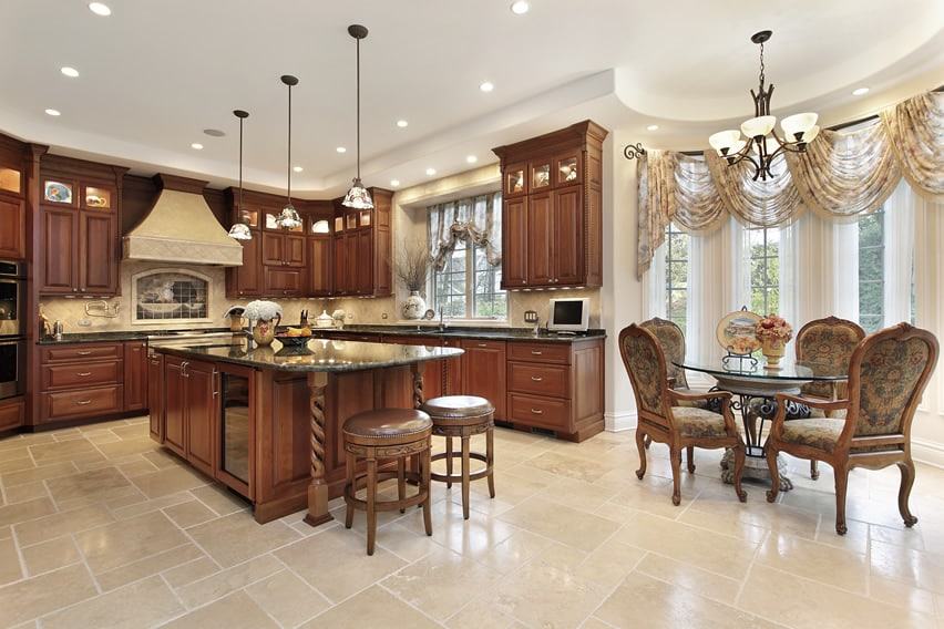 Traditional luxury kitchen with dining area