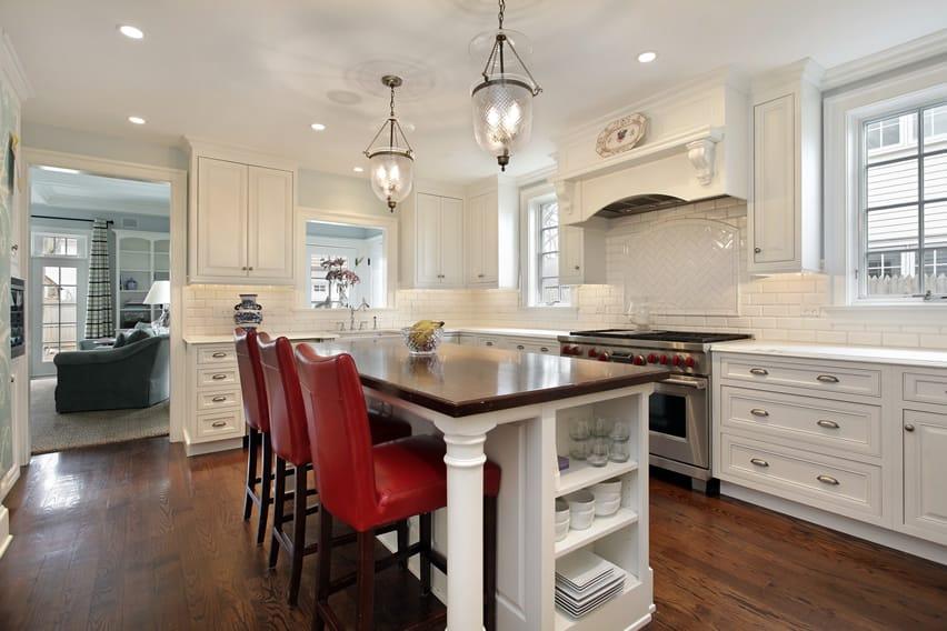 White kitchen with white backsplash