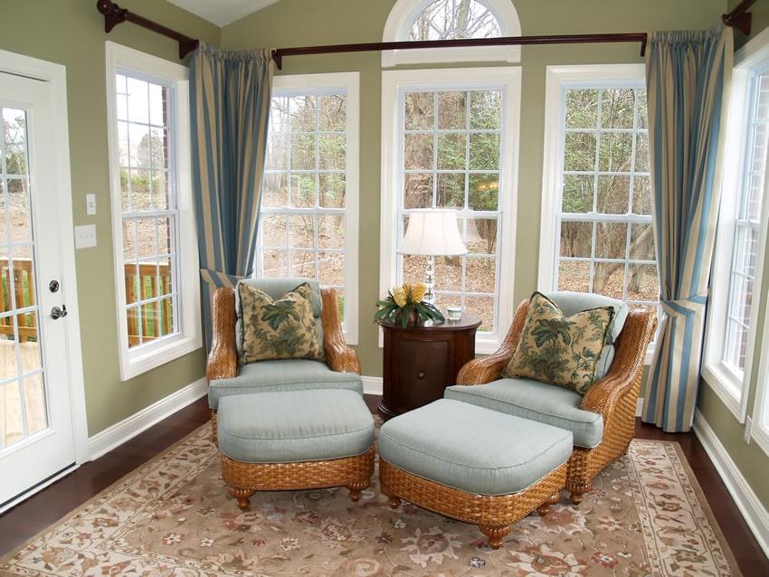 Sun room with lounge chairs