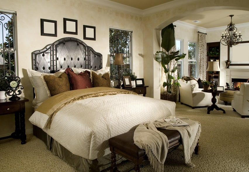Light and bright bedroom elegantly decorated