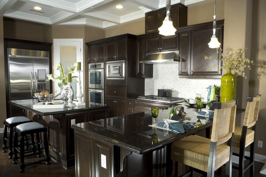 Stylish u-shaped kitchen dark theme