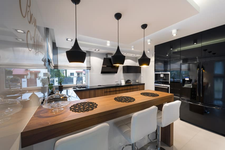 U-shaped modern kitchen with high polish cabinets
