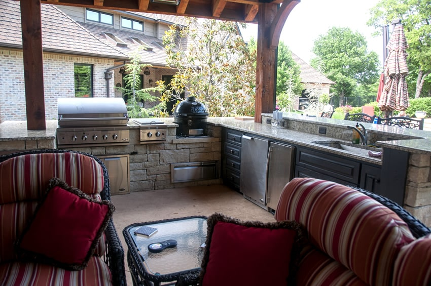 Luxury outdoor kitchen with granite countertops