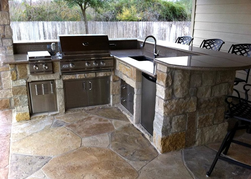 30 outdoor kitchen ideas designs picture gallery for Small kitchen granite countertops
