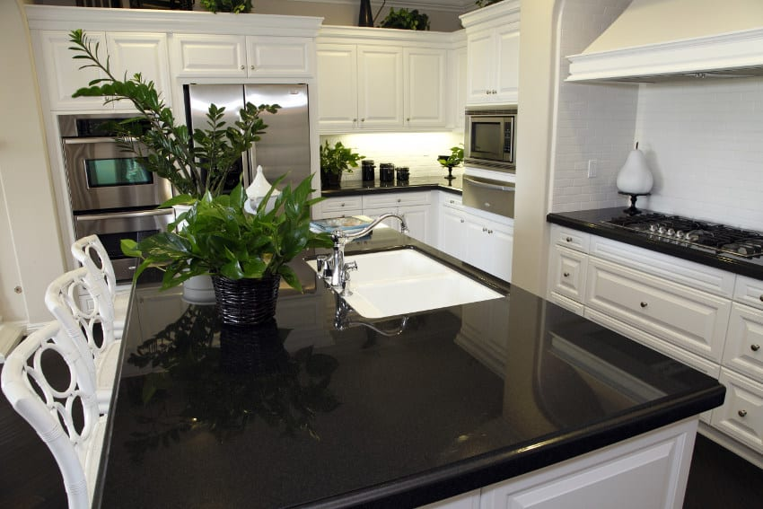 Black quartz counter top in kitchen