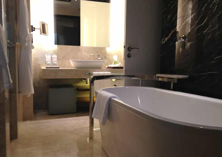 Clean clutter free small bathroom
