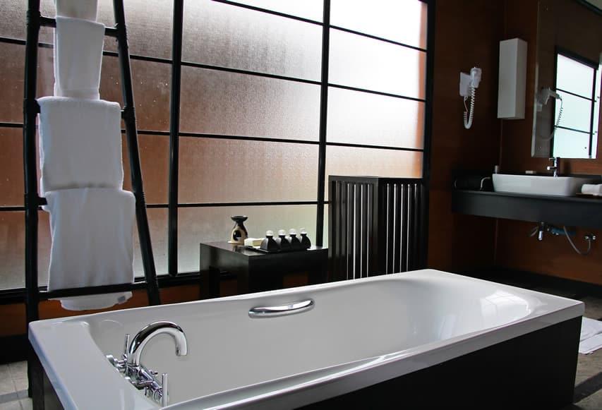 Towel rack next to bath tub