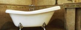 clawfoot-bathtub-with-chrome-feet