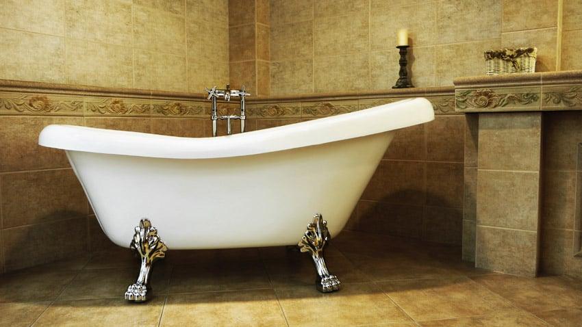 Clawfoot bathtub with chrome feet