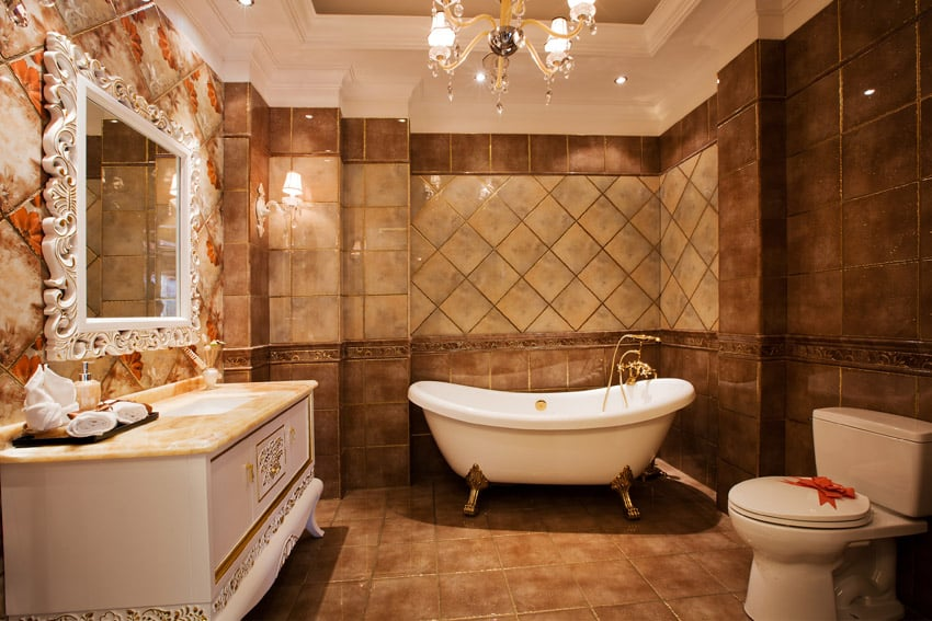 Old fashioned design in bathroom with brown tones