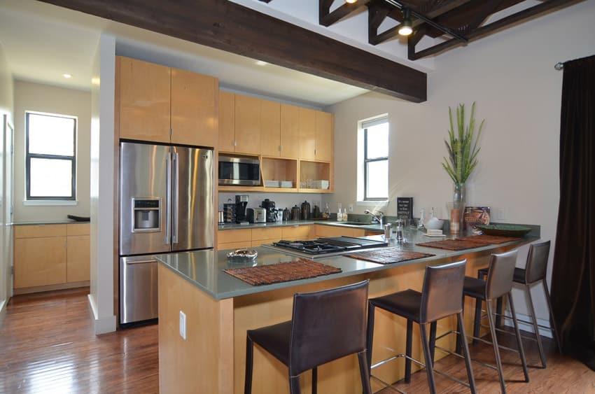 Small u shaped modern kitchen