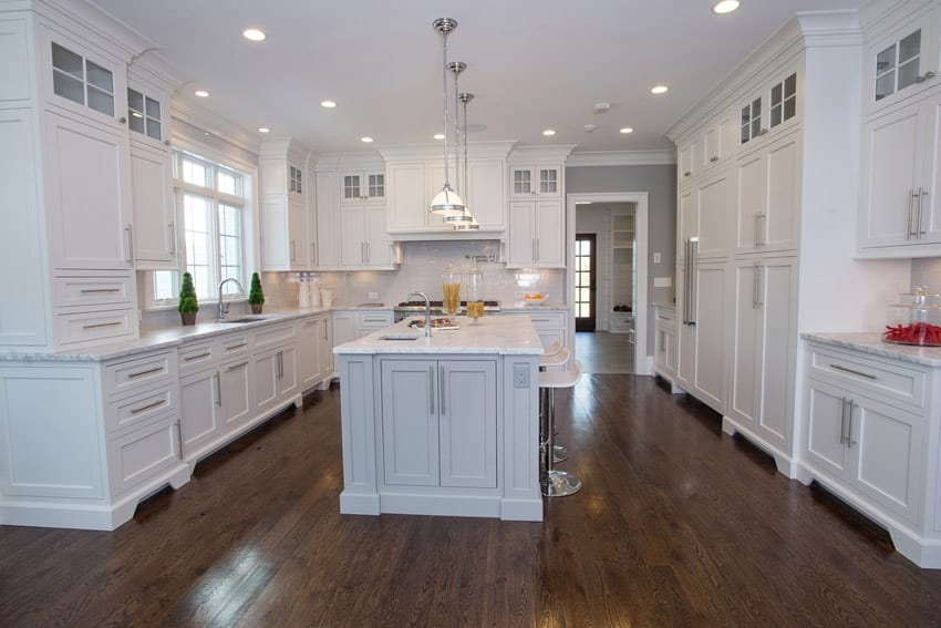 Traditional kitchen with island in white