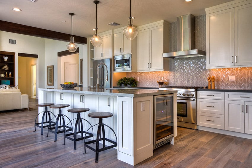 Contemporary compact kitchen with stainless steel backsplash and island