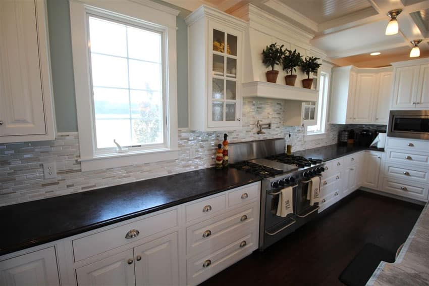 Backsplash with design white cabinets - Traditional kitchen tile backsplash ideas ...