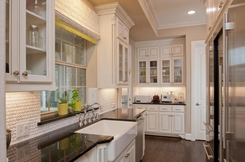 25 stylish galley kitchen designs designing idea for Traditional kitchen designs for small kitchens
