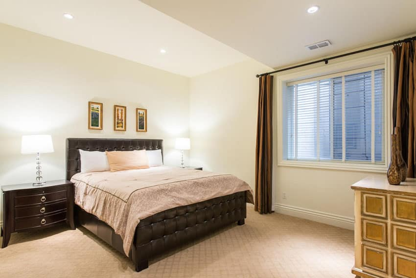Guest bedroom with raised ceiling