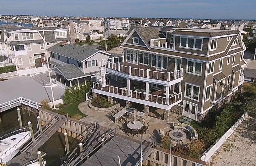 4 story house with 3 outdoor decks and boat docks