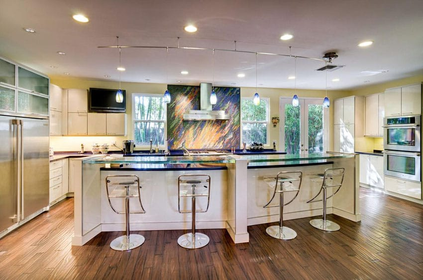 Modern white cabinet kitchen with breakfast bar