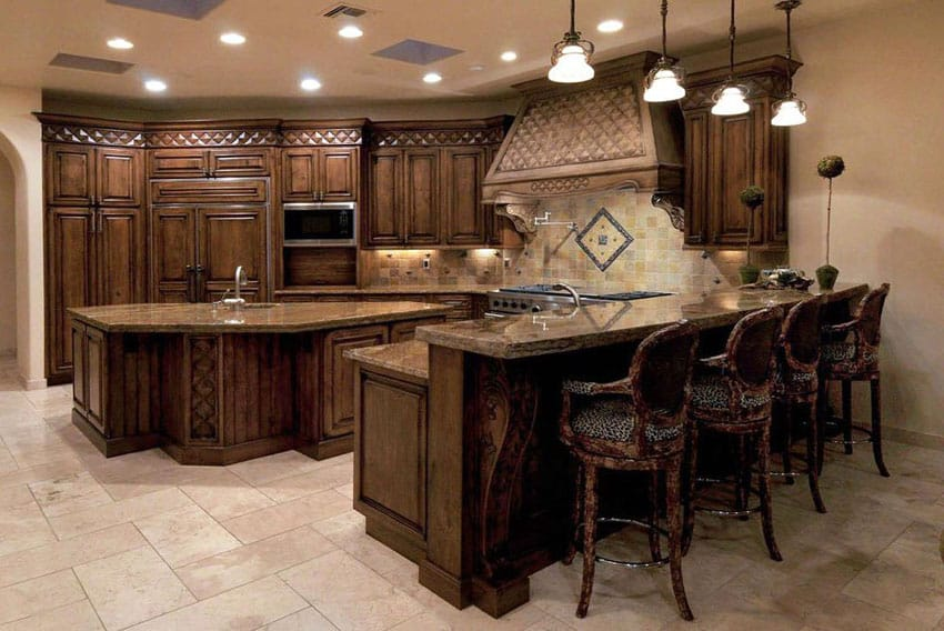 37 gorgeous kitchen islands with breakfast bars pictures for Traditional dark kitchen cabinets