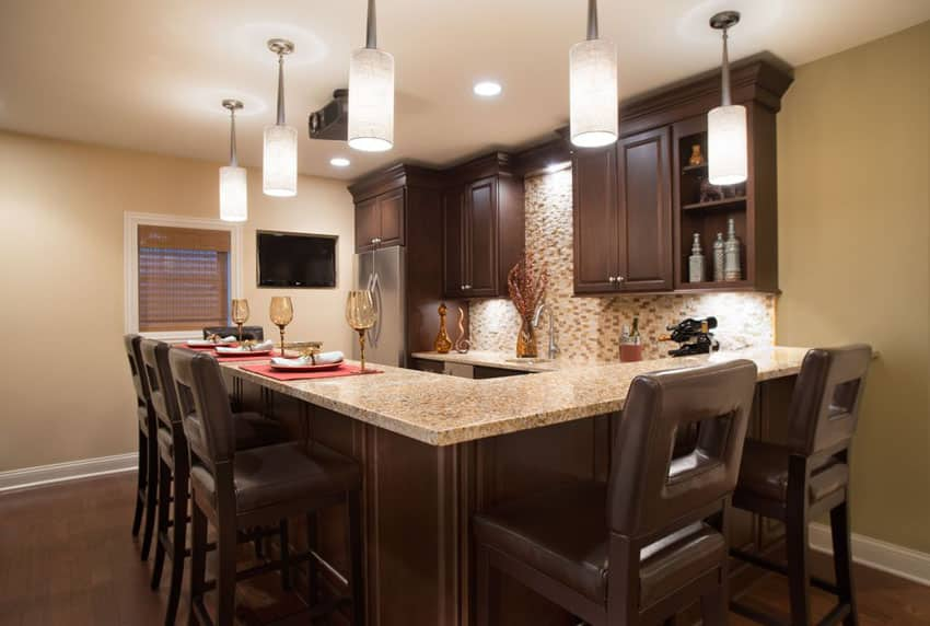 Contemporary kitchen with wrap around peninsula and giallo fantasia granite counter
