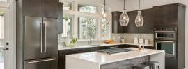 l-shaped-modern-kitchen-with-island-and-thassos-quartz-counter