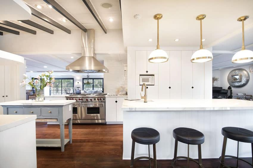 White kitchen with portable island and carrara marble breakfast bar