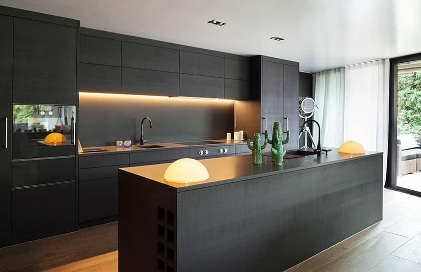 25 gorgeous one wall kitchen designs layout ideas for Black kitchen walls