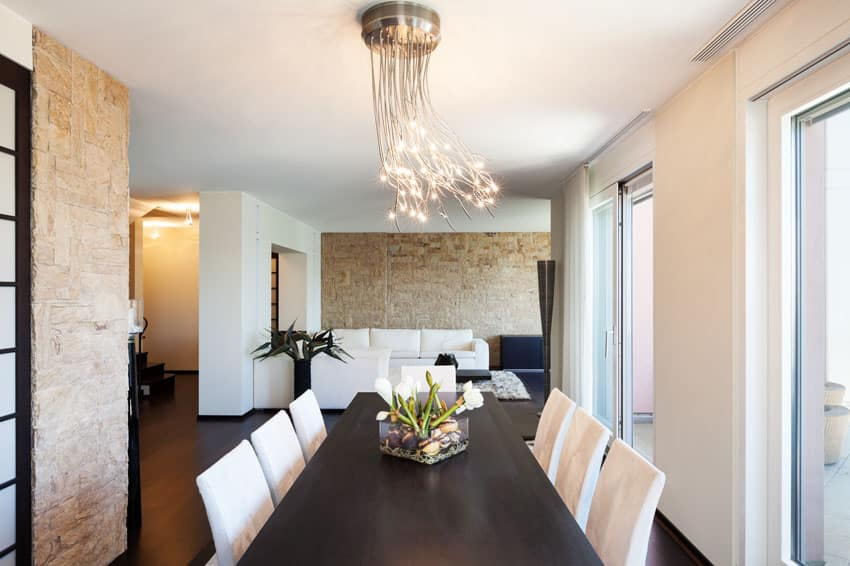 Dining room with modern pendant bundle light fixture