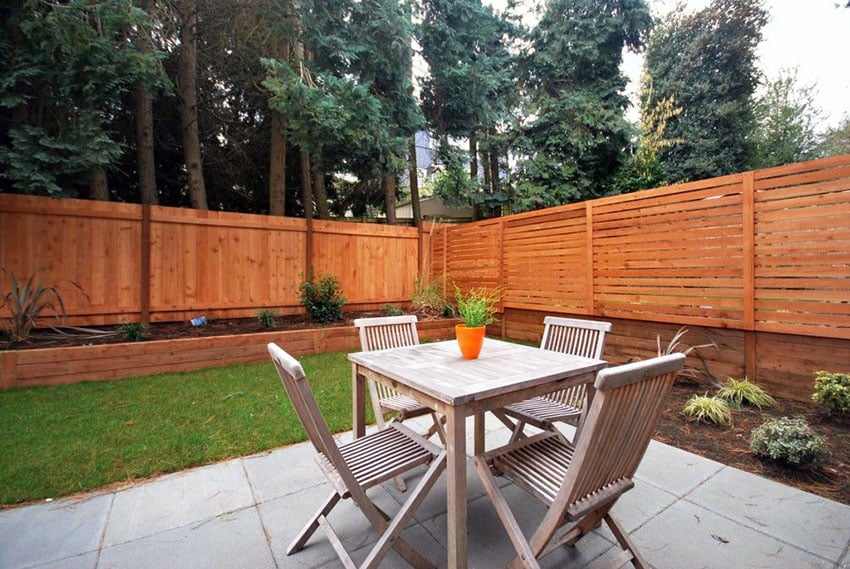 Horizontal and vertical modern fence