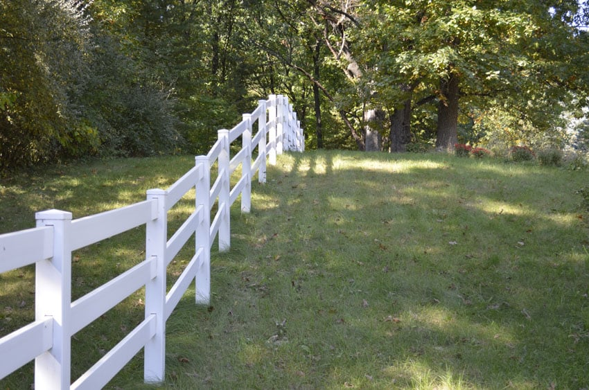 Post in rail fence