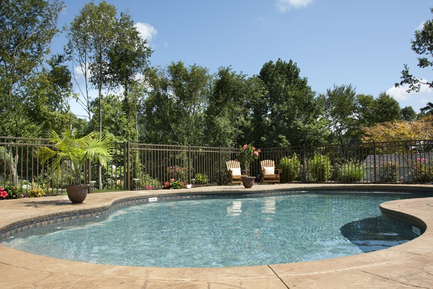 Metal swimming pool security fence