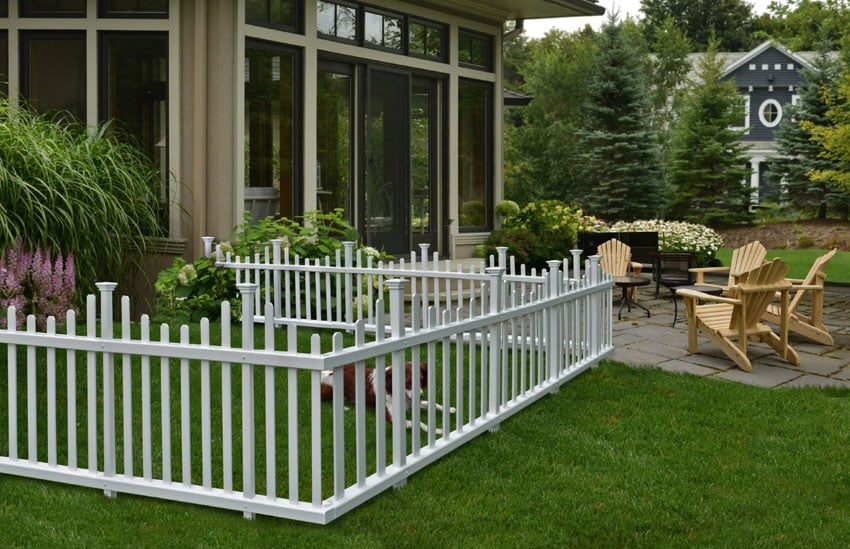 Small temporary fence in white vinyl