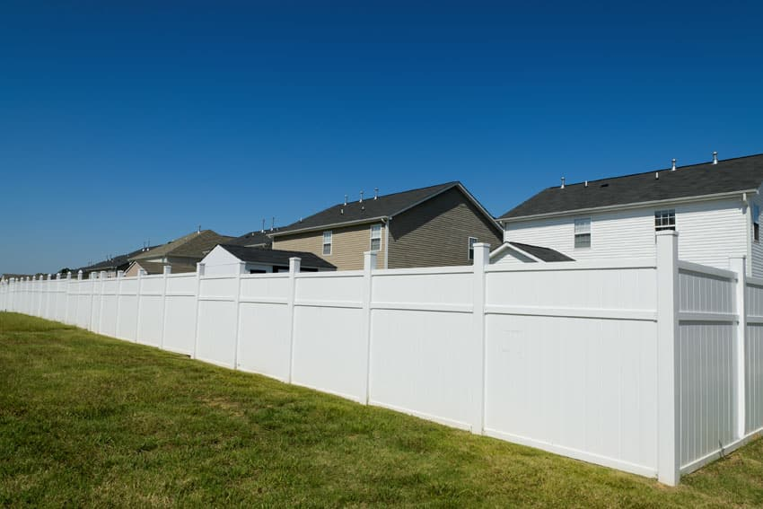 Vinyl privacy fence in white