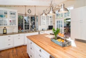 26 Gorgeous White Country Kitchens (Pictures)