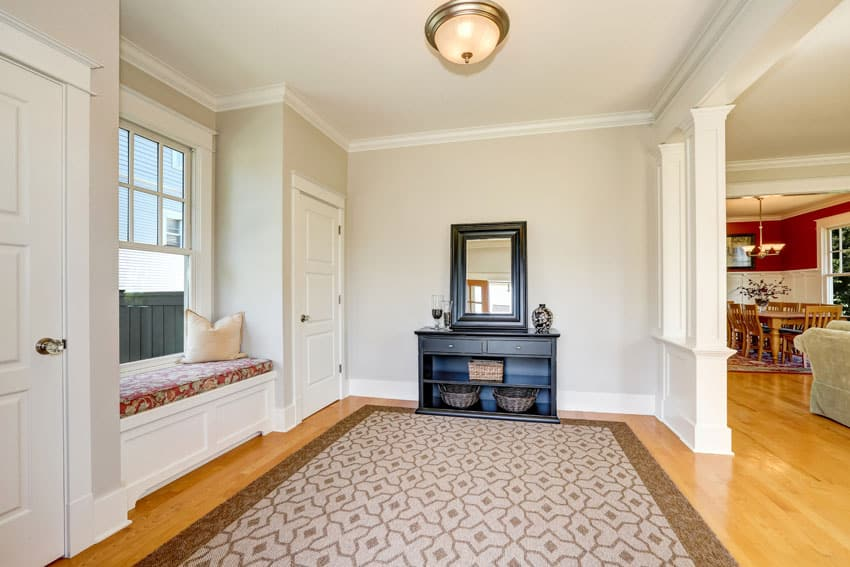 Window seat in homes entry foyer