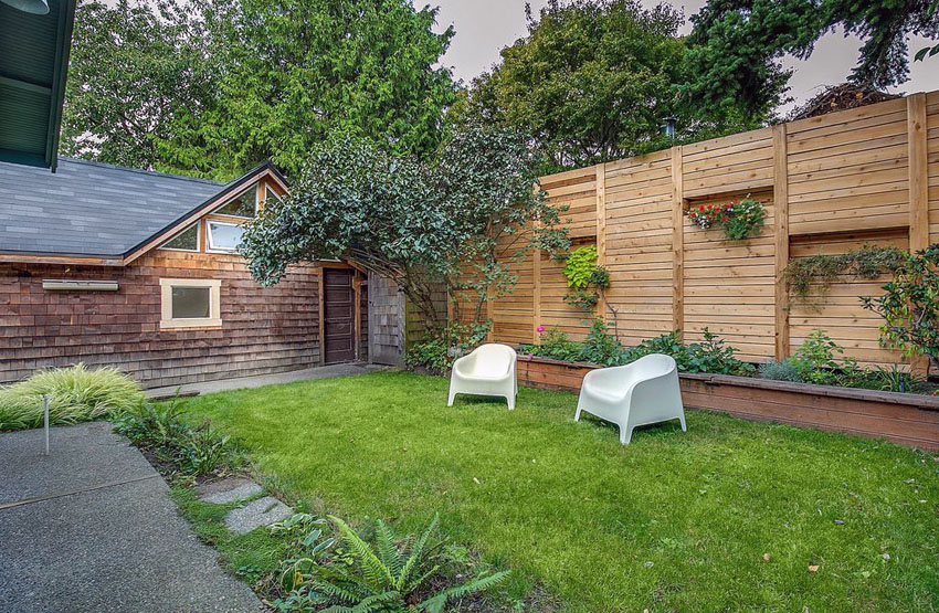 Wood privacy fence with horizontal slat design