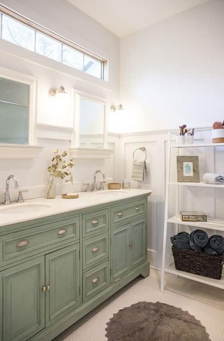Cottage style bathroom with freestanding shelving